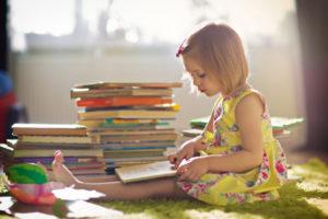 девочка и книжки
